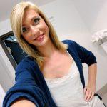 jolie étudiante blonde
