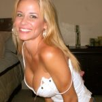 blonde a forte poitrine