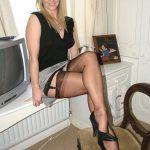 blonde en porte-jarretelle