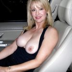 blonde sexe voiture