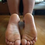 sucer beaux pieds