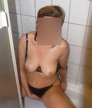 doigtée sous la douche