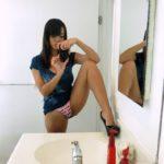 selfshot elle montre sa culotte