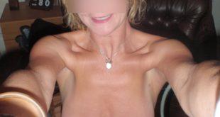selfie snap nude