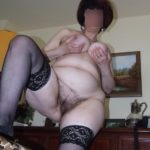exhibe chatte poilue