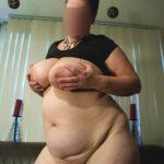 femme ronde exhibe