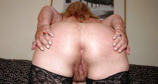 photo femme qui écarte le cul